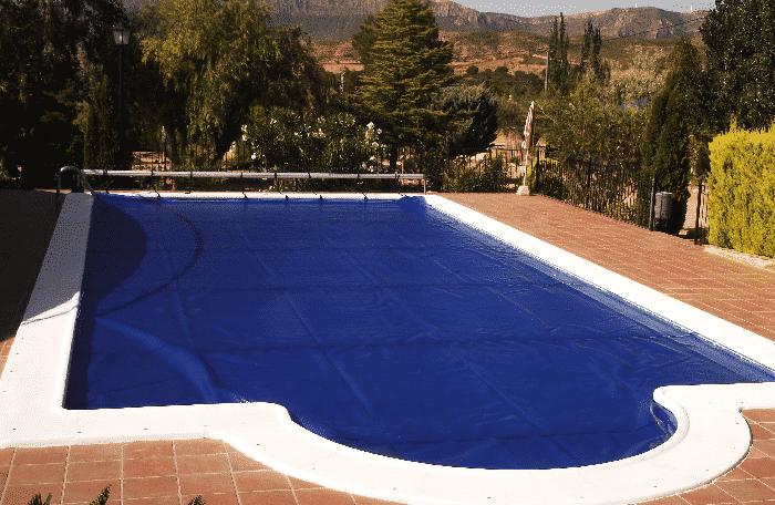 ¿Por qué instalar una lona para piscinas?